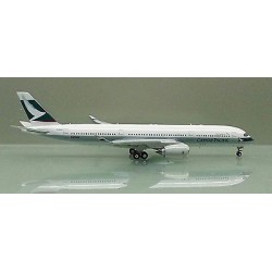 Cathay Pacific Airbus A350-900 Reg: B-LRA with Antenna 1:400 1:400
